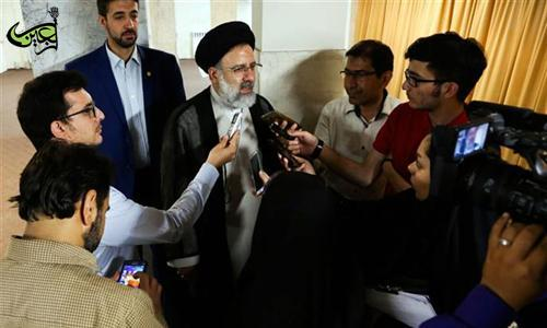 Grand Custodian of Astan Quds Razavi among Reporters:  Unity of Sacred Astans, a Manifestation of Islamic World Unity