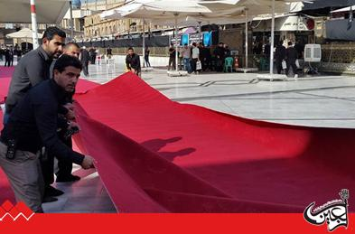 The external courtyard of Imam Ali (AS) Holy Shrine is covered with red carpet to receive the mourning processions.)